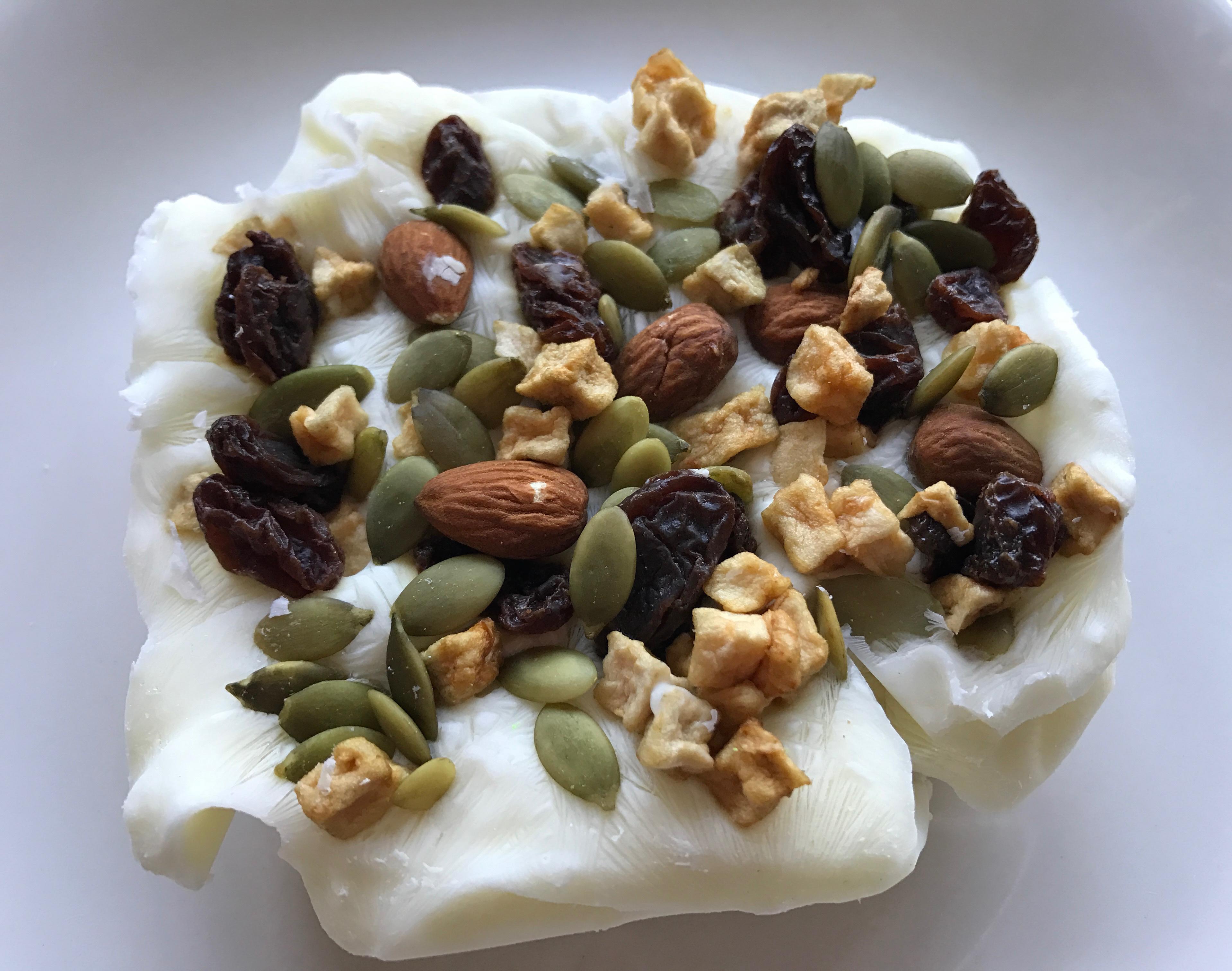 4-Ingredient Frozen Yogurt Trail Mix Breakfast Bar